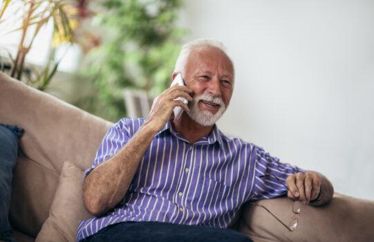 Gesprächsangebot gegen Einsamkeit im Alter